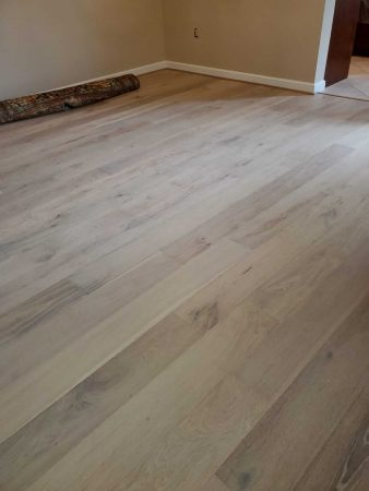 "7.5"" White Mist Engineered Oak 4"